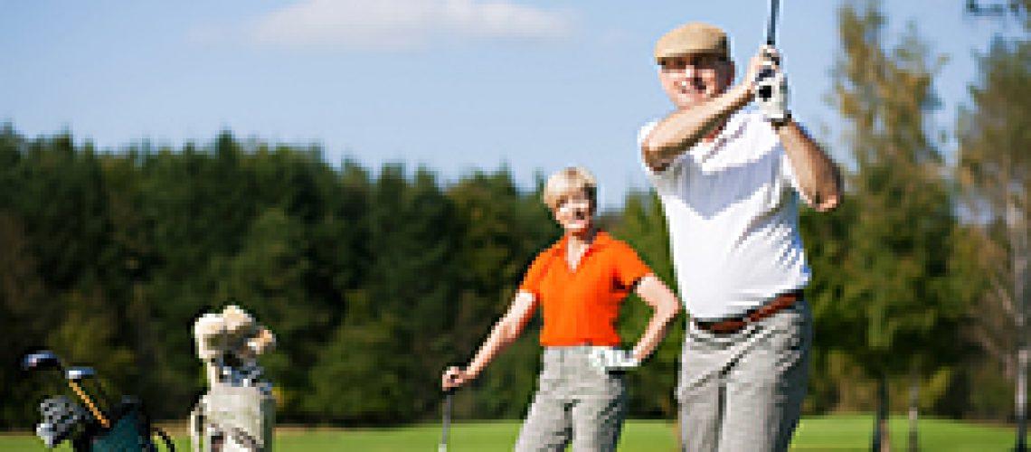 Couple-golfing-2
