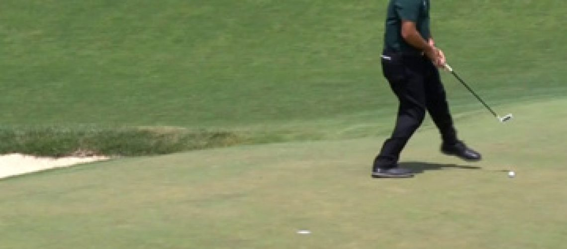 Phil-Mickelson-putting-at-2018-U